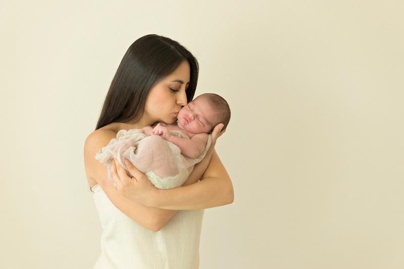 New Jersey family photographer Pamira Bezmen Photography. Award winning maternity, newborn, baby portraits. www.pamirabezmenphotography.com