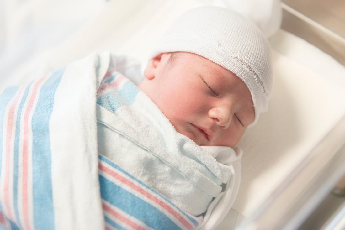 Professional Newborn Portraits by award-winning family photographer Pamira Bezmen. www.pamirabezmenphotography.com