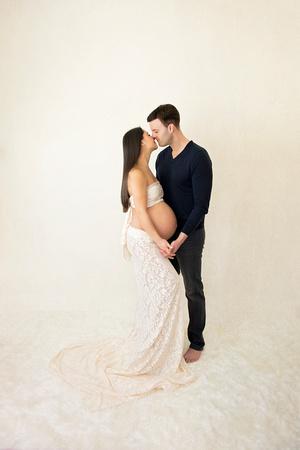 award winning maternity portraits by New Jersey family photographer Pamira Bezmen Photography. www.pamirabezmenphotography.com