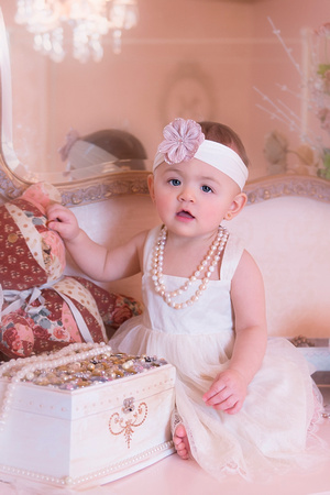 1st Birthday Professional Photos, Baby Portraits by award-winning family photographer Pamira Bezmen. www.pamirabezmenphotography.com